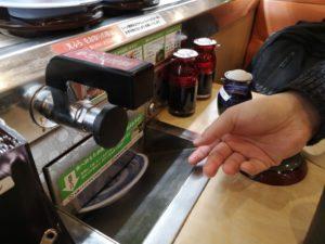くら寿司の皿投入口