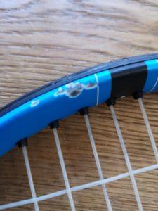 テニスラケットの傷の画像
